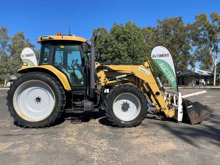 Challenger MT525B 4x4 Row-Crop Tractor Inc Front End Loader