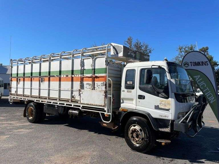 2000 Isuzu FVR950 Livestock Truck