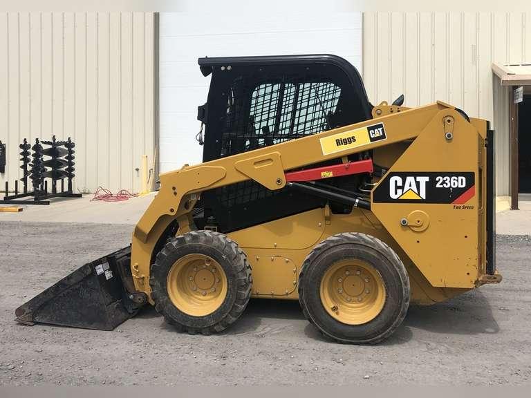 2016 CAT 236D