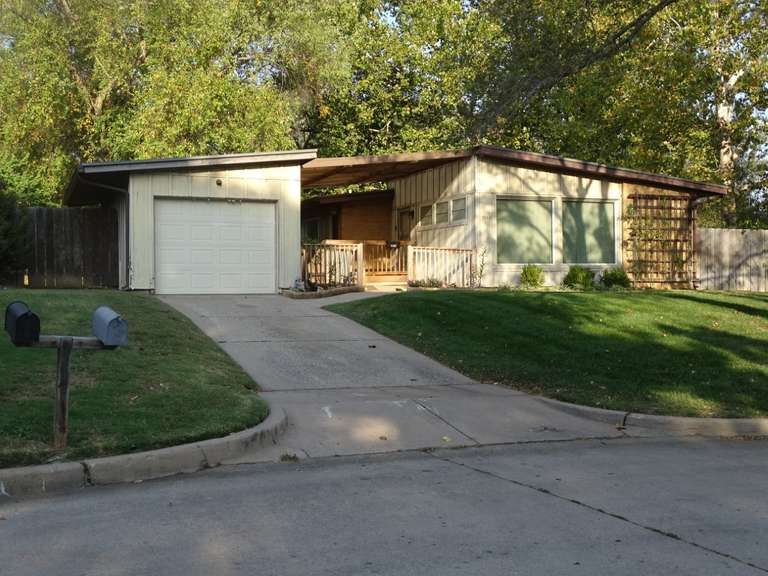 Absolute Auction! Contemporary Home, 3 bedrooms!