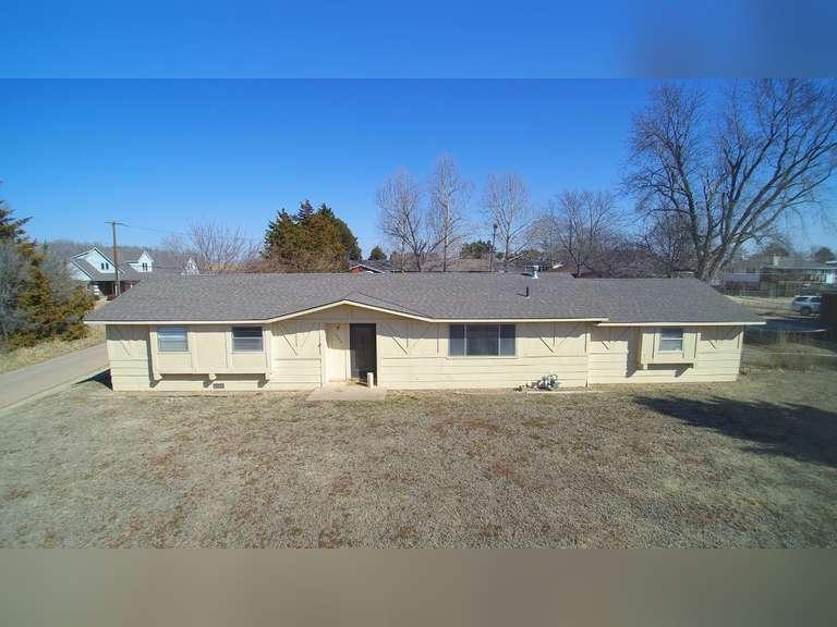 700 E. Curry & 1206 N. Walnut, Medicine Lodge, KS